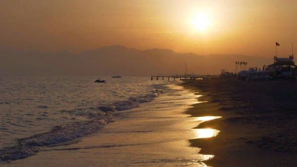 Gînduri scrise  de Josanu Mihaela: Valurile mării