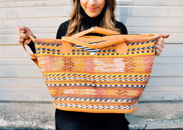 Empowering women through Pour Favor purses | visit Heres-the-skinny.com for a link to the brand's website and a promotional code for 20% off your purchase