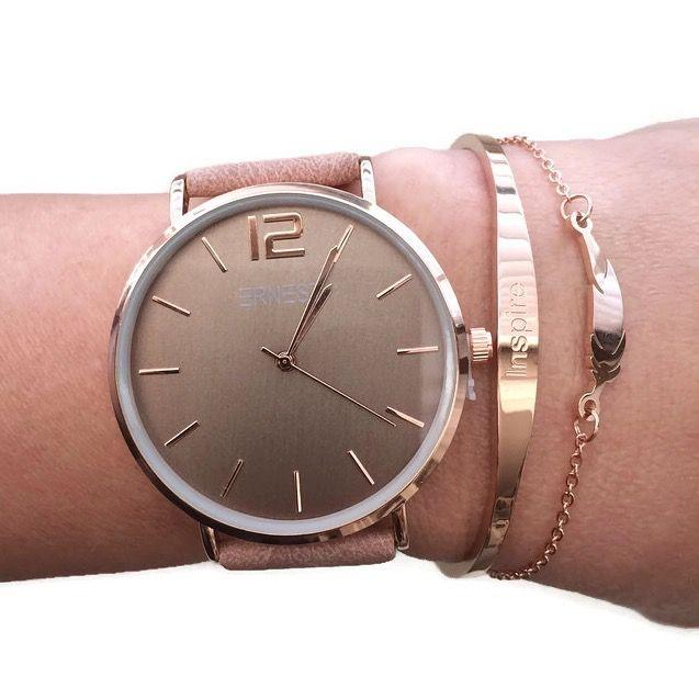 Mooie armbanden set met horloge in oudroze van RVS met 2  armbanden van rosegoud feather en RVS bangle inspire. Horloge is van RVS, merk Ernest.