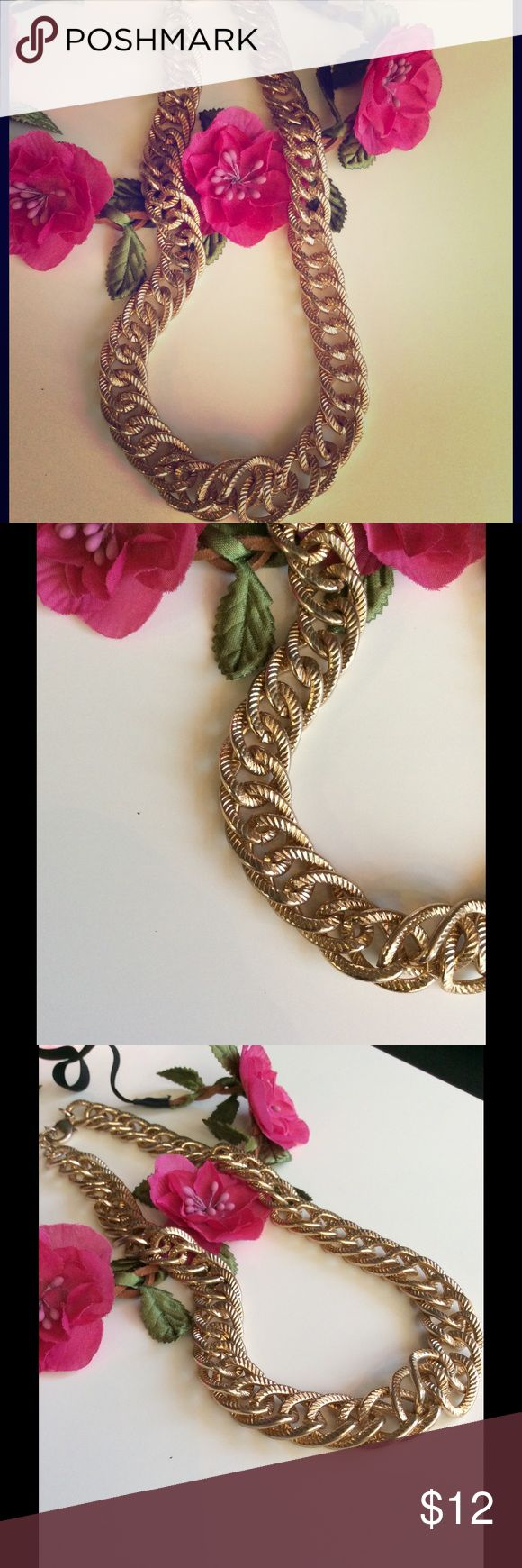 Thick Gold Chain Worn a couple of times and in great condition Ily Couture Jewelry Necklaces