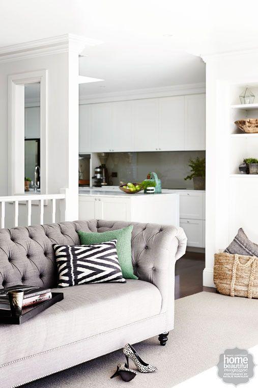 5 Ideas para decorar con un sofá Chester: Combina con blanco