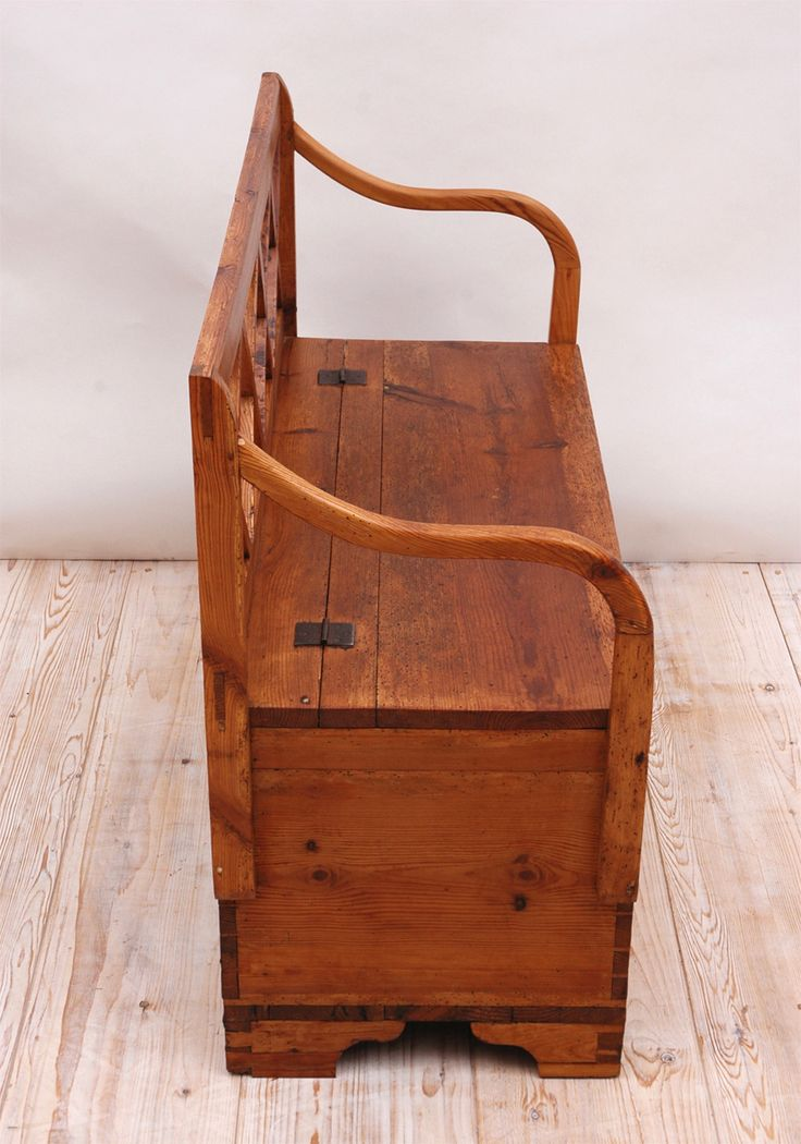 19th Century Small Pine Bench With Lattice Back And Hinged Top