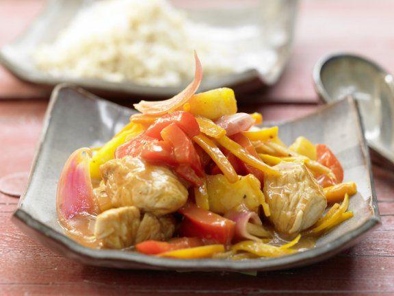 Süßsaures Putenfleisch mit Gemüse aus dem Wok: 1 Portion zartes Fleisch plus knackiges Gemüse deckt den Tagesbedarf an Vitamin A, Vitamin C & Niacin.