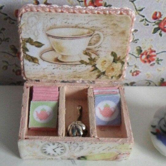 Dollhouse caja de té+sobres de té+ colador de té esc 1/12