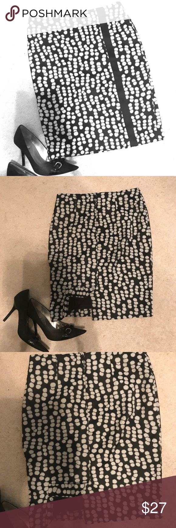 BOGOAnn Taylor Petite Pencil Skirt Lined. EUC. Buy 2 items in closet and get 1 (your lowest priced item) FREE!  Not altered.  Petite sized. Back center zipper at waistline intact. Go elegantly and professionally from day to night. Ann Taylor Skirts Pencil
