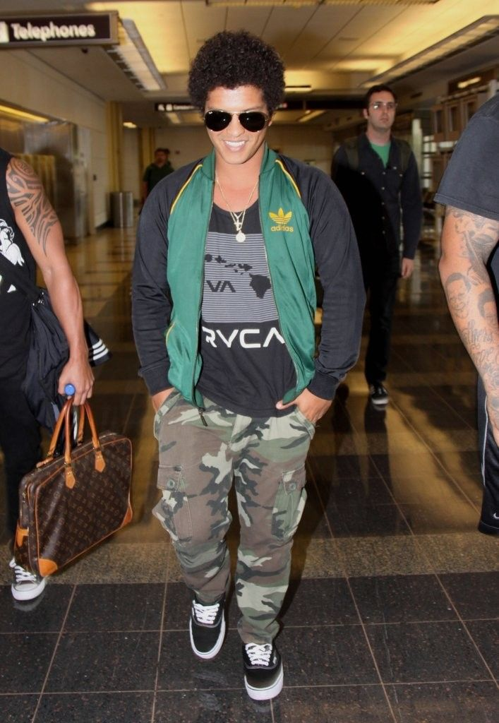 Bruno Mars - Bruno Mars Lands in Washington, DC