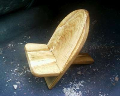 What a cool idea for a camp chair!!! Survival and bushcraft basecamp green wood chair medieval style!