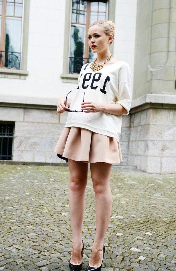 jupe corolle, coupe courte, tenue magnifique moderne