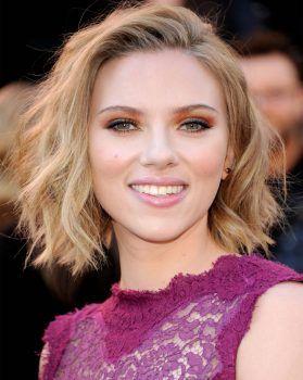 Corte de pelo en Scarlett Johansson que tiene forma de rostro corazón