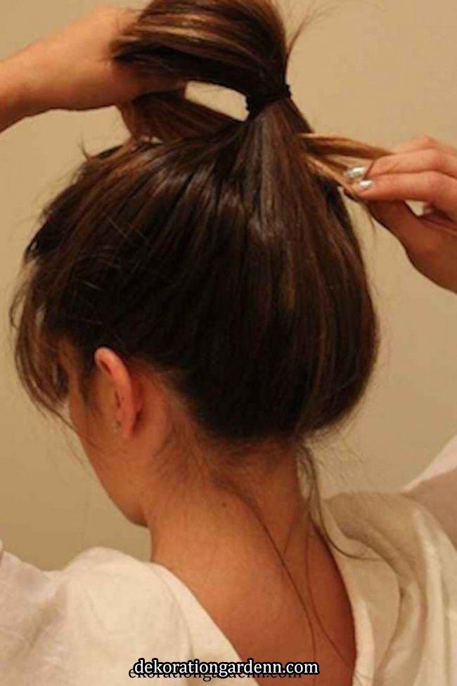 In 15 Sekunden zur Trendfrisur: Diese Messy Bun Anleitung ist super easy & stylish! | Easy hairstyles for long hair, Bun hairstyles for long hair,   In 15 Sekunden zur Trendfrisur: Diese Messy Bun Anleitung ist super easy & stylish! | Easy hairstyles for long hair, Bun hairstyles for long..