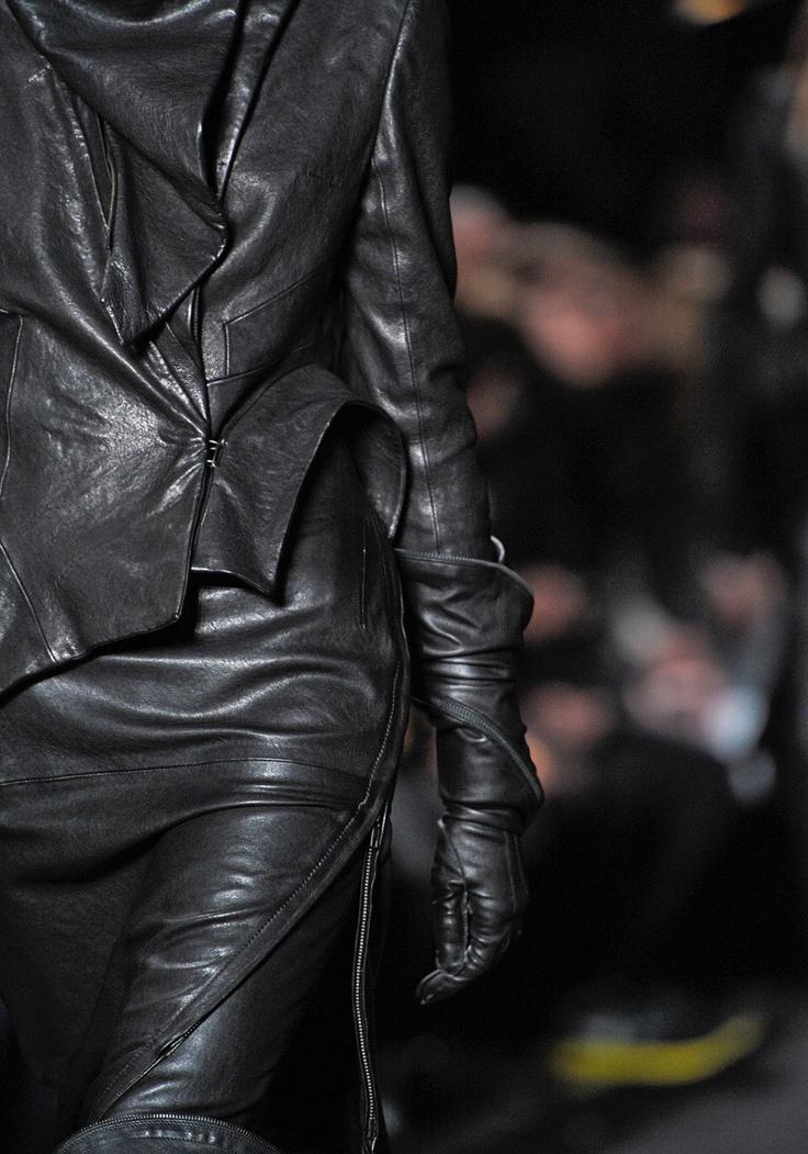Ann Demeulemeester #poststeampunk #fashion #antifashion  ♕ ♥♥♥ ♕