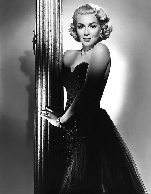 Lana Turner looking ravishing in a tulle adorned evening gown. #vintage #actresses #hair