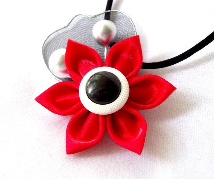 Collar de satén rojo Tsumami Kanzashi flor por ScarlettandMaria
