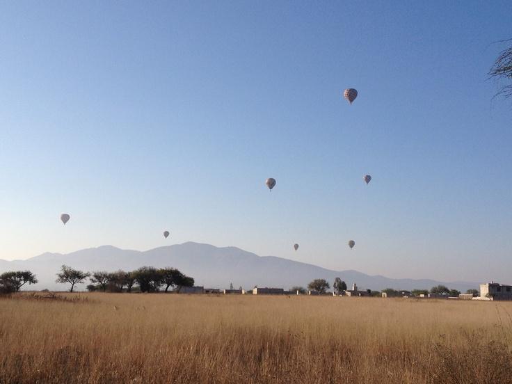 """Miting"" de globos aeroestaticos. Tequisquiapan, México,"
