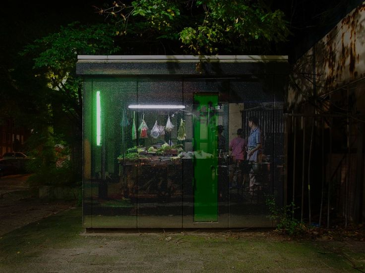 Street Food Lighting aims to illuminate some of the darkest corners in our cities with a whole new media experience: video projections of bright food stalls and night markets from all over the world. China, 2012