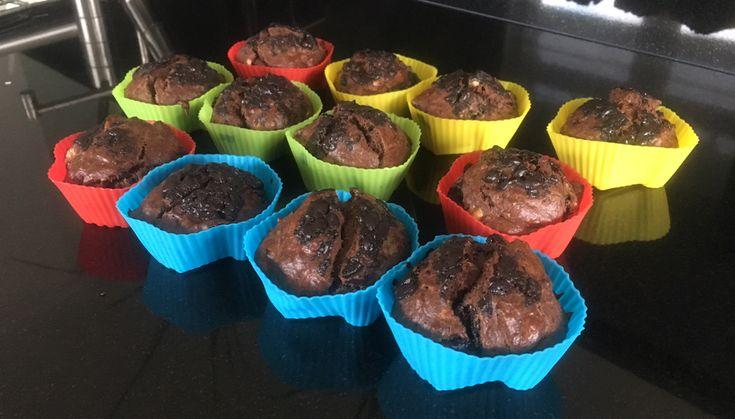 Gezonde #chocolade #muffins van volkoren #speltmeel. Met pure chocolade, #banaan en een vleugje #vanille. Makkelijk & snel te maken. Zonder boter en alleen natuurlijke suikers.