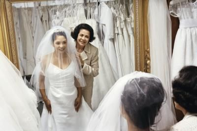 How to Rent Bridal Gowns thumbnail