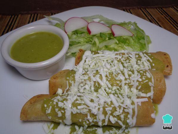 Receta de Tacos dorados de papa con salsa de tomate