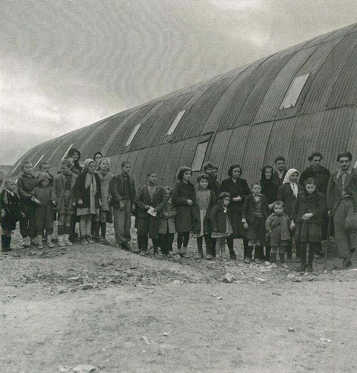 Εκτοπισμένοι του εμφυλίου σε τολ, 1947-48 Βούλα Παπαϊωάννου  πρόσφυγες σε τολ στο συνοικισμό Καλλιθέα στα Γιάννενα,