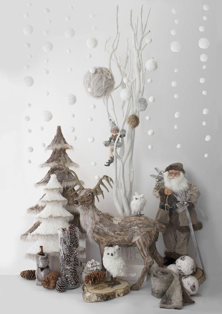 Mettez-vous dans l'ambiance du temps des Fêtes grâce à nos décorations de Noël classiques, modernes et enfantines, que ce soit pour trouver une crèche ou les traditionnels casse-noisettes, une famille de chanteurs ou un père Noël (ivoire, rouge, or, cuivre, blanc, noir, bleu, argent, etc.).
