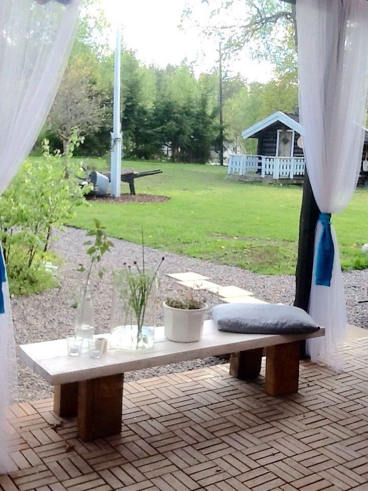By Cecilia Westerberg - ny bänk byggd till uterummet. Rustic garden