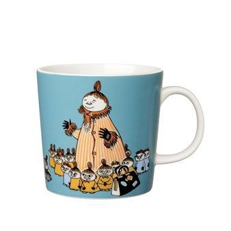 Mymble's Mother is illustrated with her children on this Moomin mug from Arabia. Tove Jansson describes her personality as loving, warm and proud. Mymble's Mother has 17 children, all as brave and stubborn as the most famous one - Little My. Tove Jansson's Moomin tales are known all over the world and have been translated into over 30 languages. A great collectable!