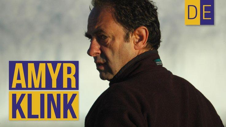 Amyr Klink, a experiência de atravessar o Atlântico Sul sozinho em um barco a remo e outras histórias de sua carreira como velejador. Clique nas marcações do...