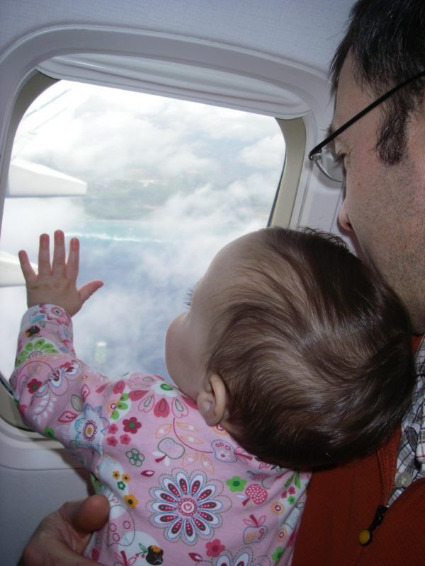 Flying with Children: Activities to Help Keep the Wiggles and Whining at Bay http://burlingtonvt.citymomsblog.com/2017/09/19/flying-children-activities/