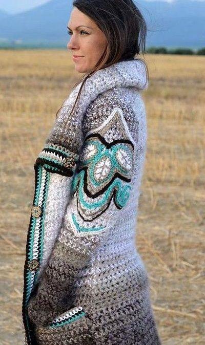 El abrigo es la prenda imprescindible del invierno y de cualquier lugar frío. Además, puede combinarse con otros muchos complementos invernales, comocuellos,bufandas,mitones,gorros,manoplas,j…