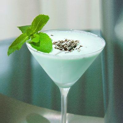 The Fontainebleau: Mint and Chip; a mix of rum, white créme de cacao, green créme de mint, and half-n-half. Garnished with fresh mint leaves and chocolate flakes.