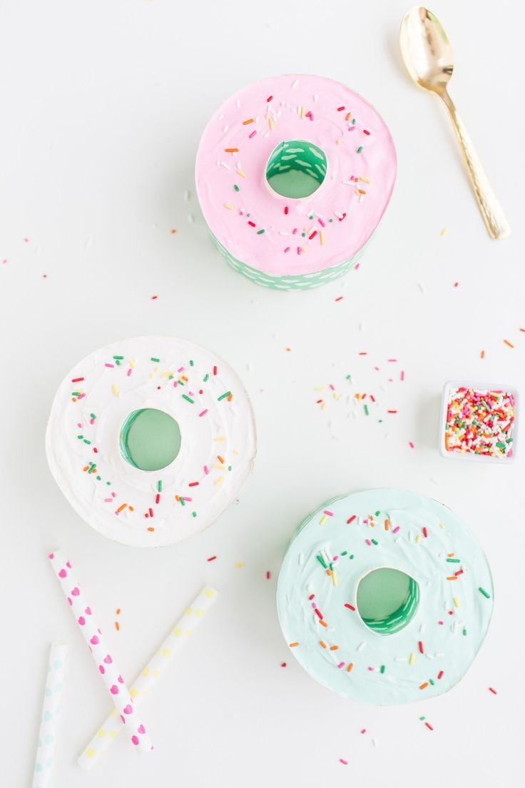 Doughnut-shaped ice cream cakes