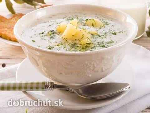 Kôprová polievka so zemiakmi -  Ošúpané zemiaky pokrájame na kocky a dáme variť do vody. Pridáme bobkový list, prekrojený strúčik cesnaku,...