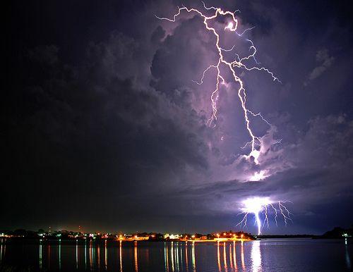 Gewitter am Lago Peten by Quasebart, via Flickr