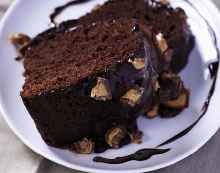 Ingredients   1 cup creamy peanut butter  11/3 cups water  1/4 cup vegetable oil  1/2 tsp. vanilla  3 eggs  1 package devil's food cake (18.25 oz./517 g)  2/3 cup English toffee bits    Ganache and Topping  1/2 cup heavy cream  3/4 cup semi-sweet chocolate chips  1/2 tsp. vanilla  1 tbsp. unsalted butter  6 mini peanut butter cups, roughly chopped  http://my.tupperware.ca/traceyss