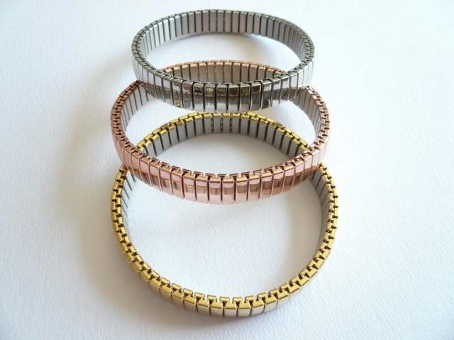 pulseras de acero en tres colores