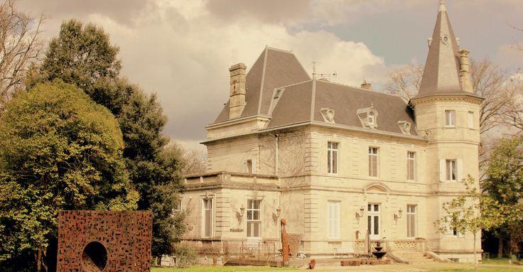 Bed en Breakfast. Prachtig kasteel met 4 ruime kamers. Tussen Toulouse en Bordeaux.  Logeren bij kunstenaars. Beeldentuin en textiele kunsten.