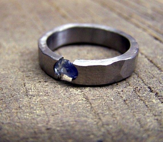 Titanio anillo - Rough titanio zafiro tensión ajustada anillo
