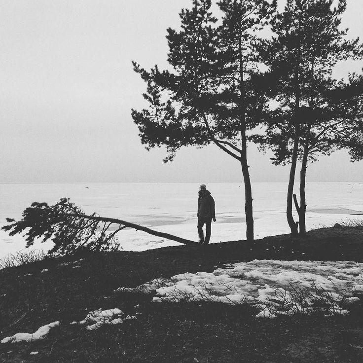 Здесь должен быть человек (с)  #финский  #чб #чбфото #bw #bw_photography #bay #залив #пляж #весна #spring #remember #travel #vsco #vscocam #visualsoflife #lifeauthentic #lifeofadventure #livefolk #lifestyle #такяснимаю #landscape #силуэт by sospiro_di_mare