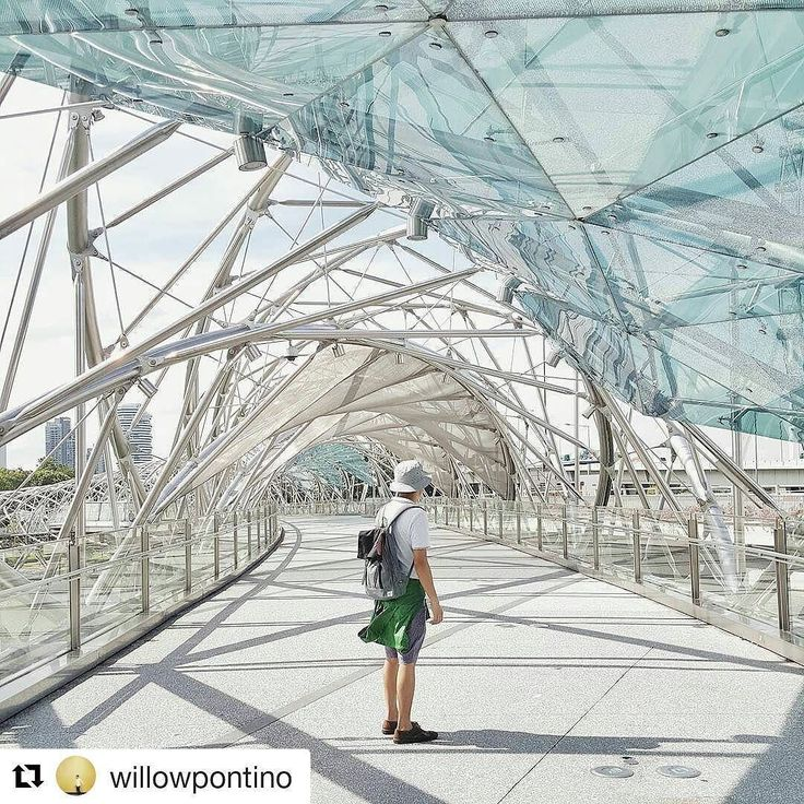 Awesome photo with @willowpontino in Singapore! The architecture there is very unique. PM us for your 50% off code! .... #singapore #architecture #traveltracker #travel #asia