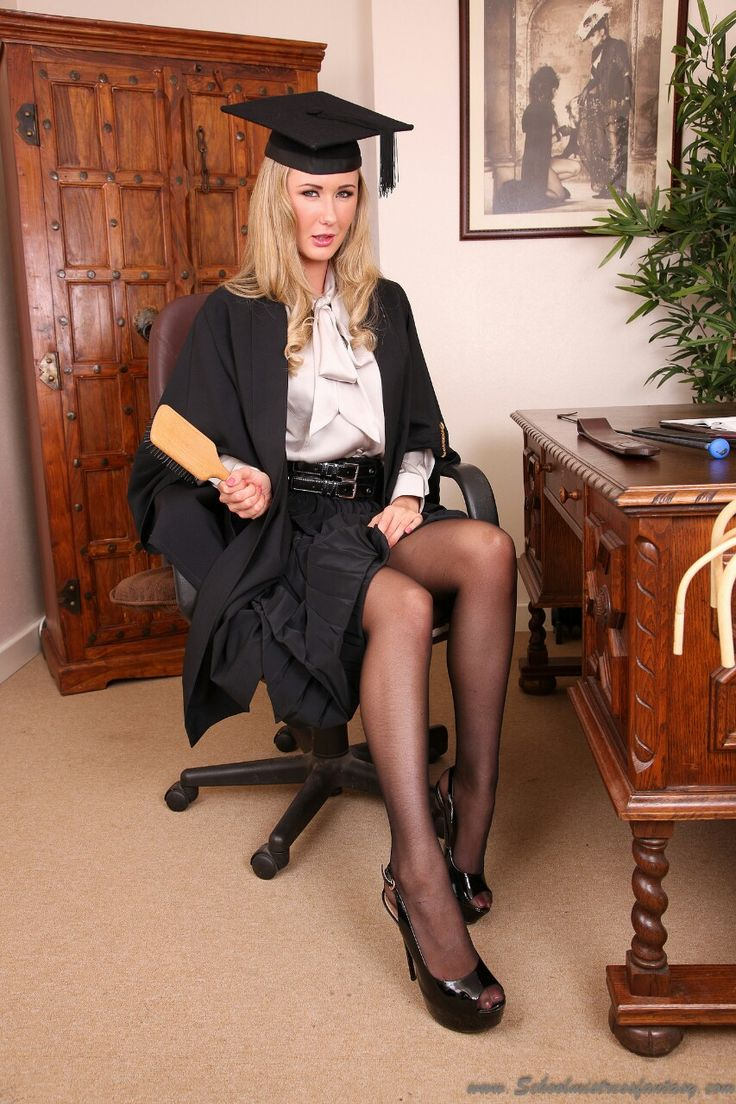 Leggy Ladies a must for slaves and leglovers….go to forum! LeggyLadies at Xlegs.net