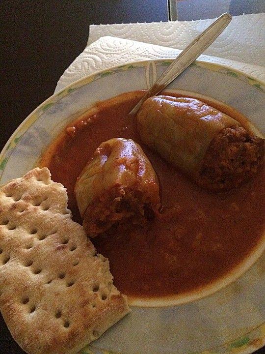 Gefüllte Paprika auf rumänische Art, ein schönes Rezept aus der Kategorie Schmoren. Bewertungen: 4. Durchschnitt: Ø 4,2.