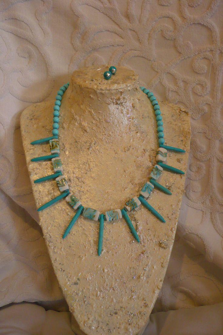 Collier Azur.. Des perles, des turquoises, verre de Murano.. ça sent l'été ! 20 euros, Boucles d'oreilles 5 WWW.Very Micky .com 0608305359