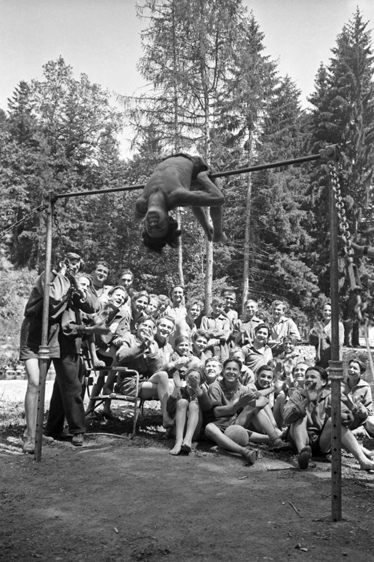 Üdülő iparitanulók, Bükkszentkereszt, 1955 (MTI) Fotó: © Vadas Ernő