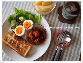 程良く焼いたトーストに、ラタトゥイユ、ゆで卵とサラダ。  デザートを別盛にするのなら、21cm。  【画像は、21cmプレート/ホワイト】