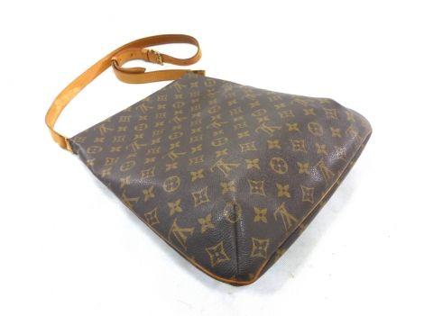 Je viens de mettre en vente cet article  : Sac en bandoulière en cuir Louis Vuitton 485,00 € http://www.videdressing.com/sacs-en-bandouliere-en-cuir/louis-vuitton/p-5958652.html?utm_source=pinterest&utm_medium=pinterest_share&utm_campaign=FR_Femme_Sacs_Sacs+en+cuir_5958652_pinterest_share