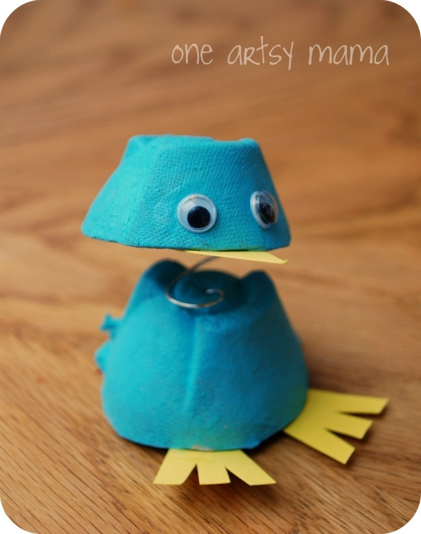 59 best fun projects images on pinterest christmas diy for Plastic egg carton crafts