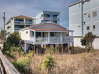 Coopers+Beach+House+*Email+for+an+instant+quote+++Vacation Rental in Coastal North Carolina from @homeaway! #vacation #rental #travel #homeaway
