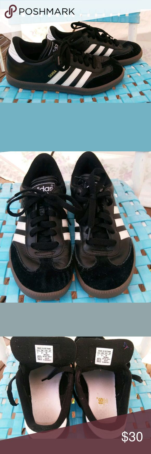 Boys size 3 samba adidas soccer 3 striped shoes. Boy's Adidas Samba Classic Jr SOCCER SPORT 3 Stripe Sneakers Tennis Shoes SIZE 3. Pre-owned but has lots of wear left. adidas Shoes
