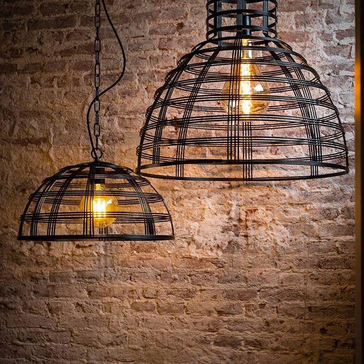 De trend van nu.. Super gave draadstaal lampen in de kleuren chroom en zwart. Doorsnee 50 of 70 cm. Een stoere lamp welke goed te combineren is met de kooldraad gloeilamp  #instagood #hanglamp #hanglampen #sfeerverlichting #project #projectverlichting #kantoor #home #homesweethome #hip #instagram #sfeer #sfeervol #groothandel #b2b #verlichting #inrichten #inrichting #horeca #verlichting #draadstaal #kooldraadlamp #kooldraad #gloeilamp