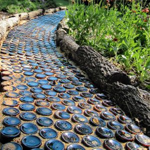 Beer bottle path gardening homesteading 3 for Runde gartensteine